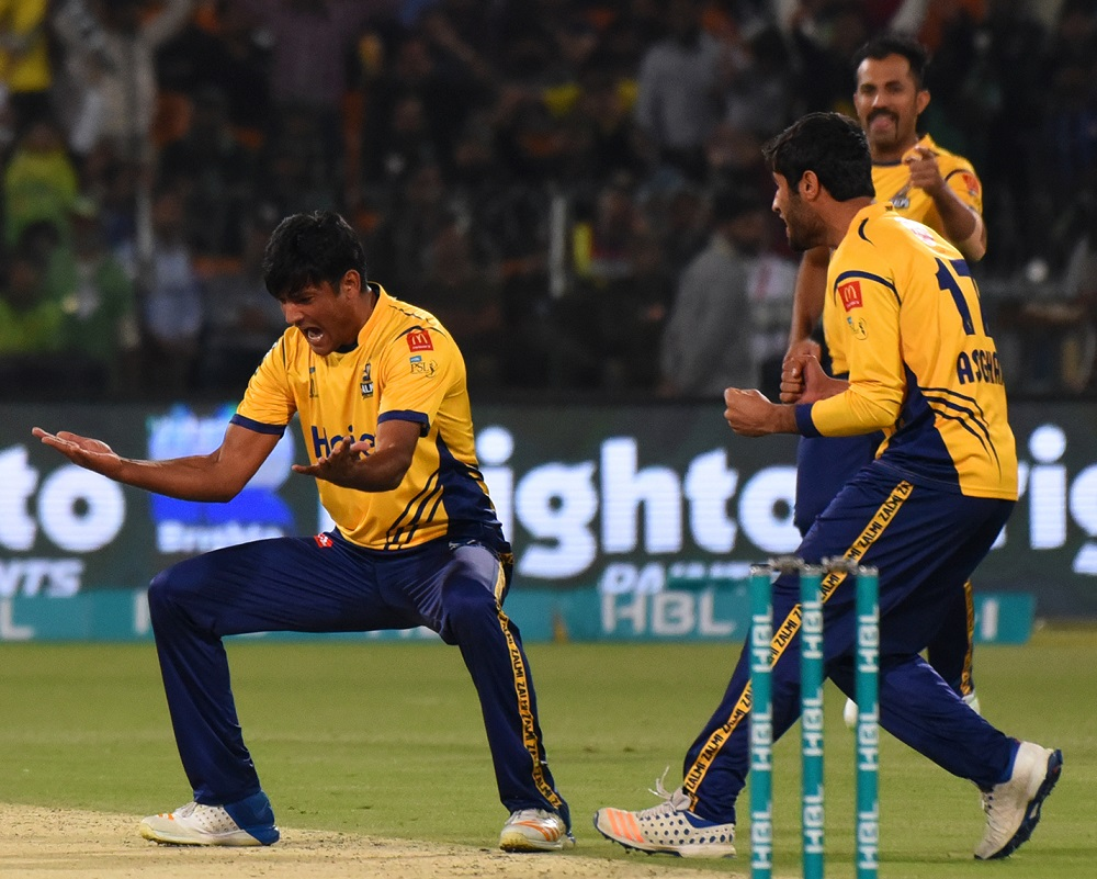 Peshawar Zalmi knock Quetta Gladiators out of PSL 2018 with one-run win in thrilling finish