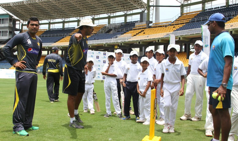 Pakistan cricketers spend time coaching children