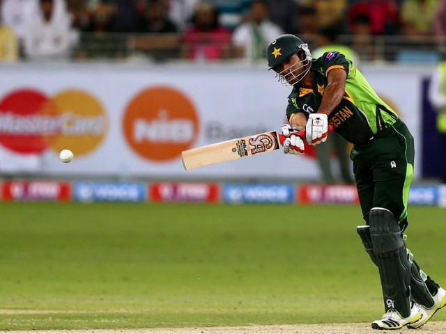 Pakistan top order crumbles as they chase 275